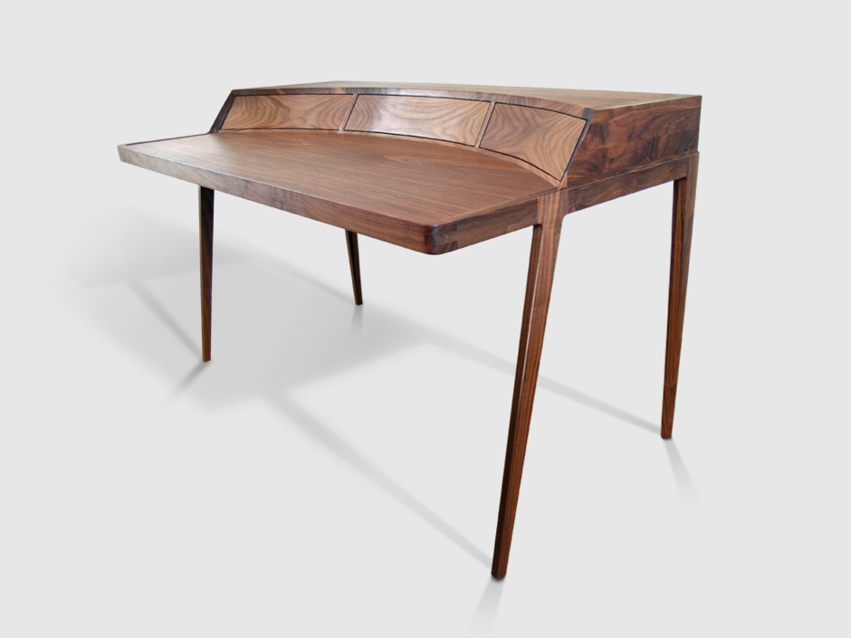 Schrijftafel notenhout bureau noten walnoten for Bureau 13 review